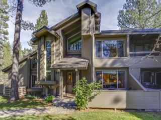 Comfortable family condo close to SHARC, trails, and more! - Sunriver vacation rentals