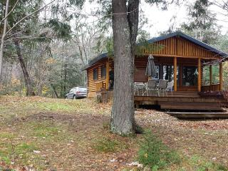 Cozy Cottage with Internet Access and Television - Labelle vacation rentals
