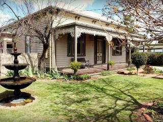 Hansen Street Retreat - Echuca vacation rentals