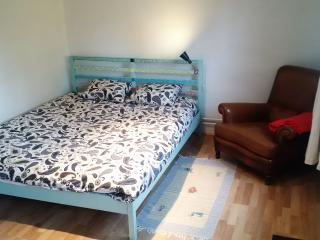 Cosy bedroom with shower inside! - Woluwe-St-Pierre vacation rentals