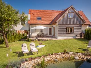 Golden Hill Country Chalets & Suites - Sankt Nikolai im Sausal vacation rentals
