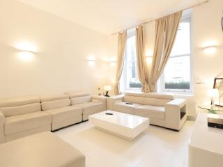 4BR Furnished Suites Walk to Westbourne Grove & Notting Hill - London vacation rentals
