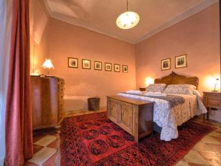IL PRIORE, elegant apartment in Spoleto centre - Spoleto vacation rentals