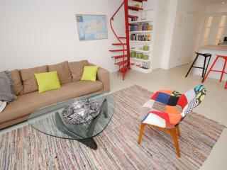 Designer apartment with heated pool - Vis vacation rentals