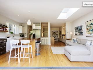 Elegant, 5 bedroom home with parking and large garden - Chevening Rd - London vacation rentals