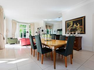 Stunning 5 Bedroom with garden and pool, Goldhawk Rd, Hammersmith - London vacation rentals