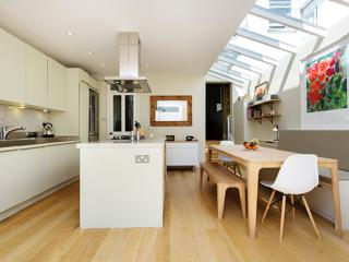 Stylish, modern 3 bed family home, St Elmo Rd, Shepherd's Bush - London vacation rentals