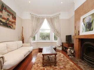 5 bed house, Temperley Road, Balham - London vacation rentals