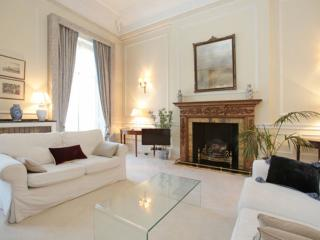Grand 2 bed, 2 bath in Belgravia - London vacation rentals