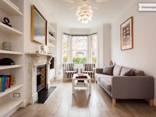 Beautifully finished 4 bed home, Gordondale Road, Wimbledon - London vacation rentals
