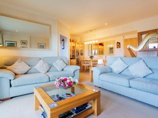 Nice Condo with Internet Access and Washing Machine - London vacation rentals