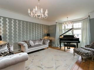 Impressive 5 bed detached house, near Wimbledon - London vacation rentals