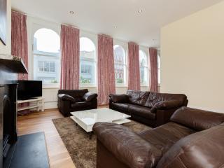 Classic 2 bed 2 bath, terrace, St John Street, Clerkenwell - London vacation rentals