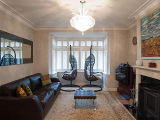 Spacious 4 bedroom London House with Internet Access - London vacation rentals
