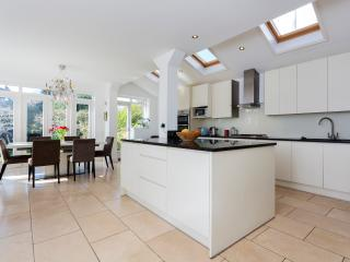 Comfortable 4 bedroom House in London - London vacation rentals
