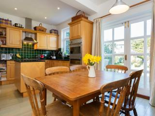 Veeve - Prestigious Preston Home - London vacation rentals