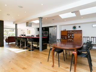 Beautiful 4 bedroom London House with Internet Access - London vacation rentals