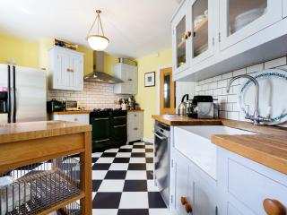 Lovely 3 bedroom London House with Internet Access - London vacation rentals