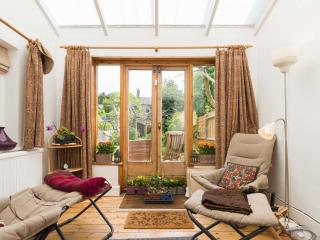 Charming 3 bedroom House in London with Internet Access - London vacation rentals