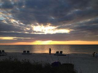 W22-Cozy St Pete Beach House 2nd Fl w/WiFi&Bikes - Saint Pete Beach vacation rentals