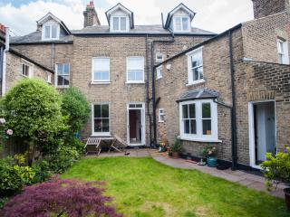 Bright 3 bedroom House in London - London vacation rentals