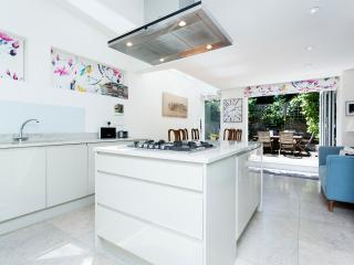 2 bed house, Dymock Street, Fulham - London vacation rentals