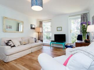 3 bed flat with parking, Walford Road, Stoke Newington - London vacation rentals