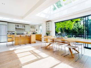 Lovely House with Internet Access and Washing Machine - London vacation rentals