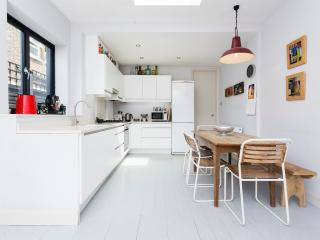2 bed garden flat, Harvist Road, Queens Park - London vacation rentals