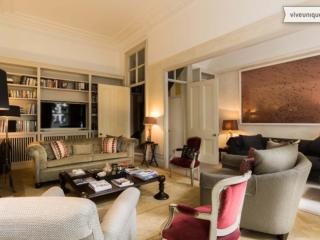 Elegant 4 bed with views over a garden square, Kensington - London vacation rentals