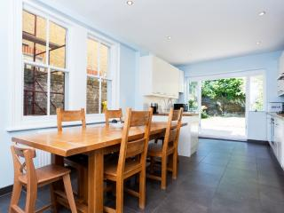 4 bed house, Killyon Road, Clapham - London vacation rentals