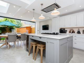 4 bed house on Sullivan Road, Lambeth - London vacation rentals