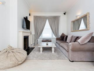 Modern and bright 4 bed house on Belgrade Road, Stoke Newington - London vacation rentals