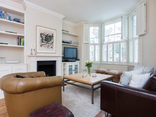Recently refurbished four-bed house on Rowallan Road. - London vacation rentals