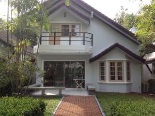 Strandhaus mit tropischen Garten - Ban Laem Mae Phim vacation rentals