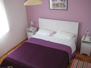 Apartment 000188 Apartment for 4 persons with 2 extra beds and 2 bedrooms (ID 424) - Novigrad vacation rentals