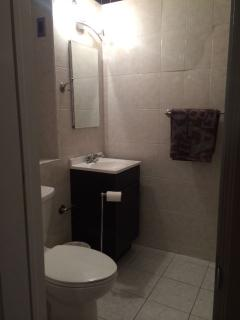 Cozy 2 bedroom Condo in Queens with Dishwasher - Queens vacation rentals