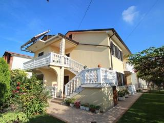 Nice Apartment with Stove and Balcony - Umag vacation rentals