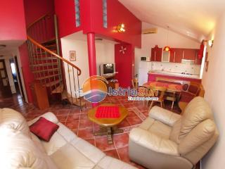 Nice Condo with Stove and Balcony - Medulin vacation rentals