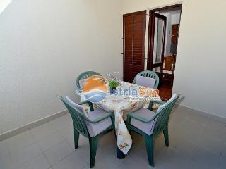 Nice Condo with Balcony and Water Views - Fazana vacation rentals