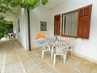 Bright 2 bedroom Rabac Apartment with Balcony - Rabac vacation rentals