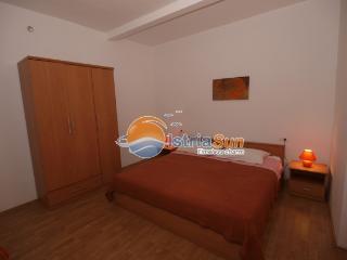Bright 2 bedroom Fazana Apartment with Stove - Fazana vacation rentals