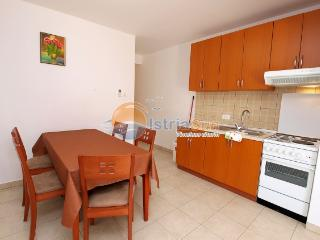 Cozy 2 bedroom Peroj Apartment with Stove - Peroj vacation rentals