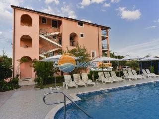 Cozy 1 bedroom Apartment in Novigrad with Balcony - Novigrad vacation rentals