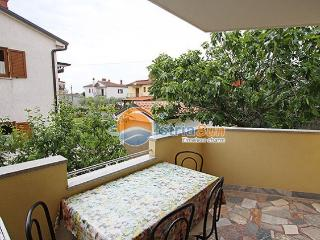 Apartment 000823 Apartment for 4 persons with 2 bedrooms (ID 1923) - Novigrad vacation rentals