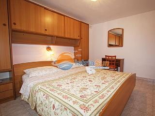 Nice Condo with Stove and Balcony - Novigrad vacation rentals