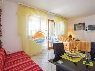 Apartment 000832 Apartment for 4 persons with 2 extra beds and 2 bedrooms (ID 1950) - Rabac vacation rentals