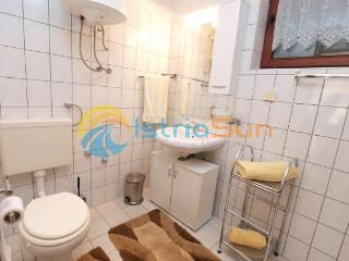 Bright 2 bedroom Fazana Apartment with Stove - Fazana vacation rentals