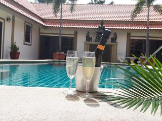 bang sare luxury 7 bedroom pool villa sleeps 20 - Sattahip vacation rentals