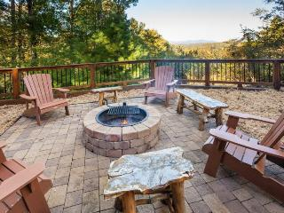 Honeybear Lodge - Toccoa River Access & 2.3 Miles from Downtown Blue Ridge! - Ellijay vacation rentals